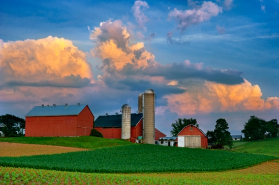 clouds-over-amish-farm
