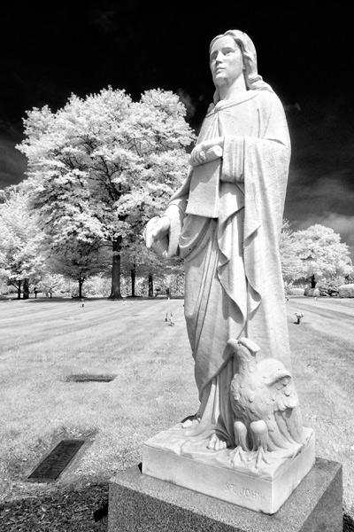 memory-gardens-statue