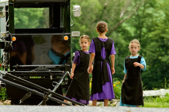 amish-girl-trio