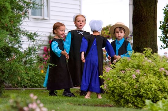 amish-kids-playing