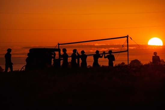 amish-volleyball-silhouette